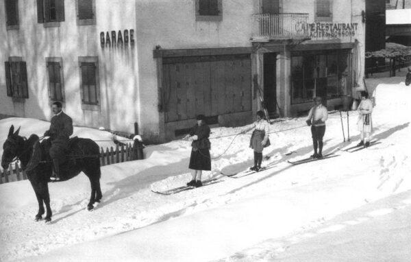 Fotó- Jacques Henri Lartigue- Chamonix, France, 1920.