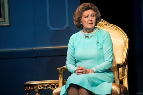 II. Erzsébet: avagy lekapcsolható-e a politikára a villany?