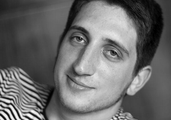 """""""Újra megtalálni az írás szabadságát, közvetlenségét és örömét""""- interjú"""